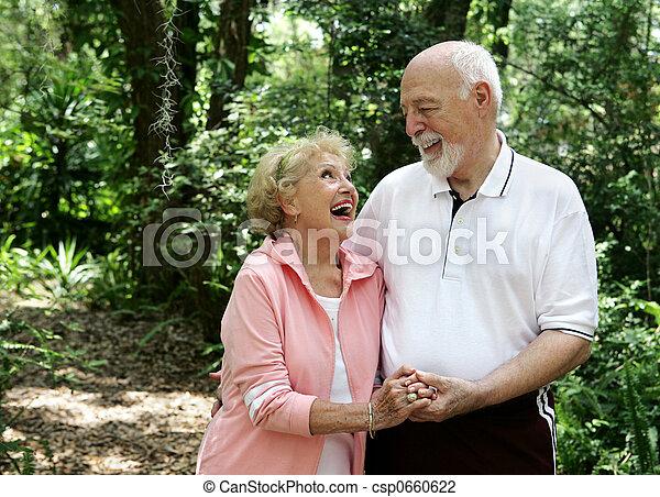 anziano attivo, coppia, copyspace - csp0660622