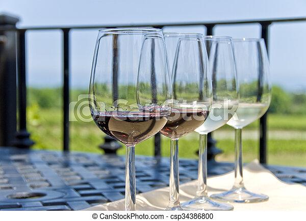 ao ar livre, degustação vinho - csp34386800