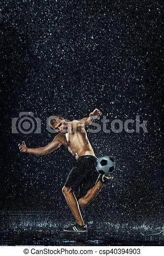ao redor, futebol, água, jogador, sob, gotas - csp40394903