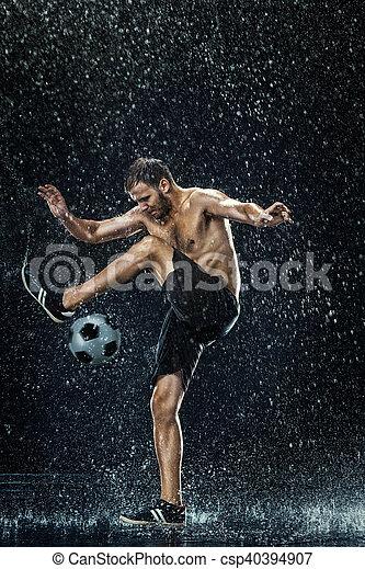 ao redor, futebol, água, jogador, sob, gotas - csp40394907