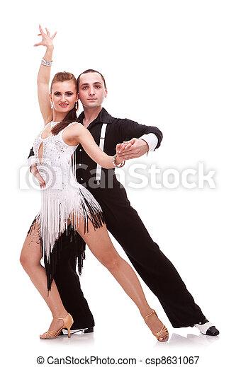 Bailarinas de salsa apasionadas - csp8631067