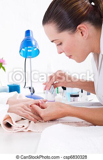 aplicando, manicure, esteticista - csp6830328