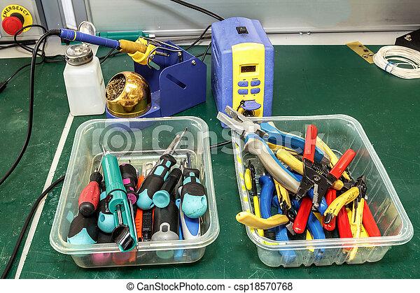 apparecchiatura, elettronica, montaggio, posto lavoro - csp18570768