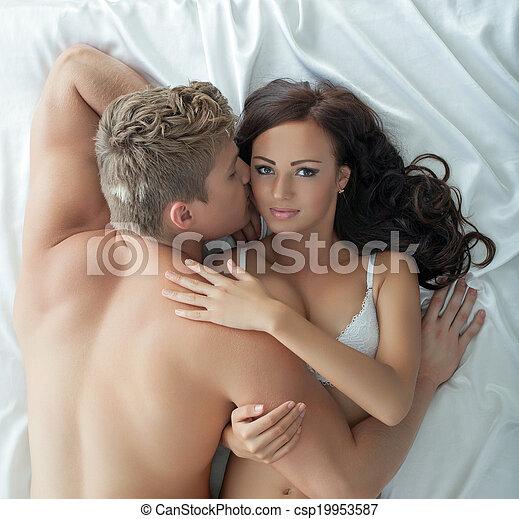 Appassionato, immagine, amanti, letto, abbracciare. Primo piano ...