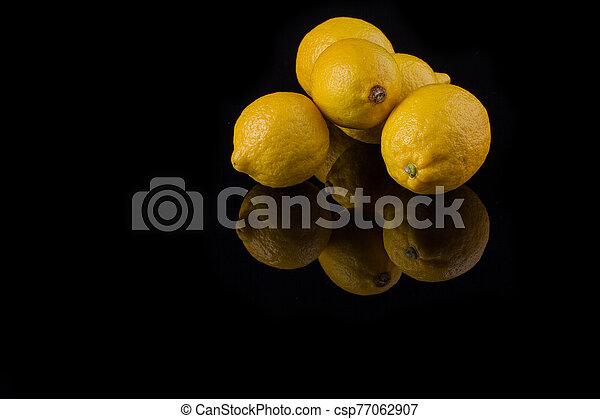 Appetizing lemons with glossy peel. - csp77062907