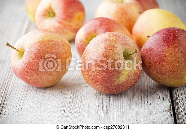 apple. - csp27082311