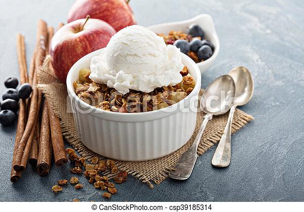Apple crisp with vanilla ice cream - csp39185314