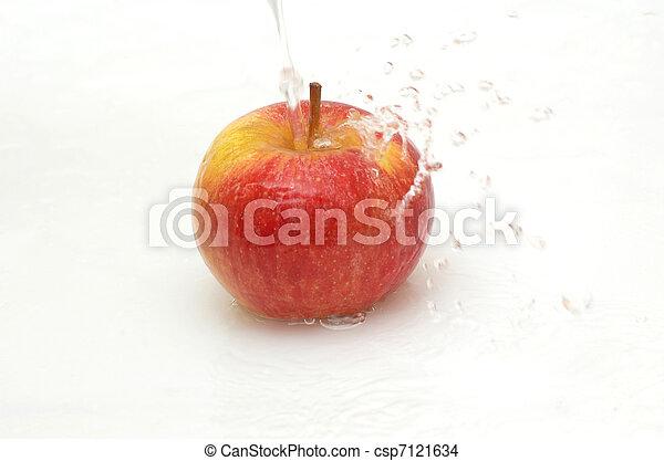 Apple splashing in  cool water. - csp7121634