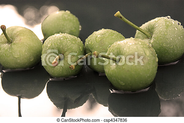 apples in water - csp4347836