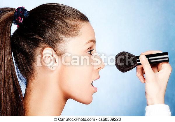 apply makeup - csp8509228