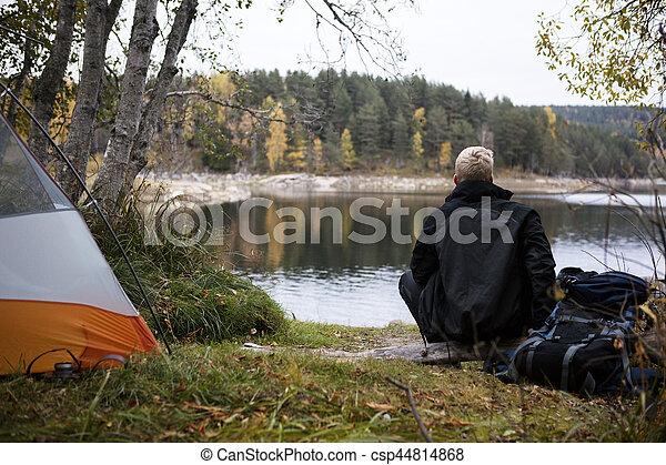 apprécier, camping, lac, randonneur, mâle, vue - csp44814868