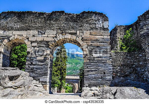 aqueduc-susa-romain-hdr-photos-sous-licence_csp43536335.jpg
