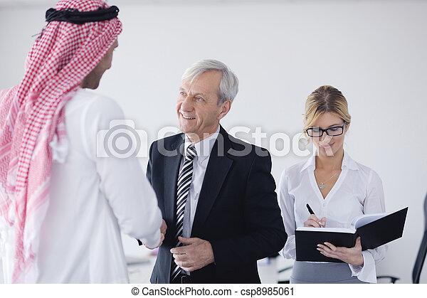 arabische , vergadering, zakenmens  - csp8985061