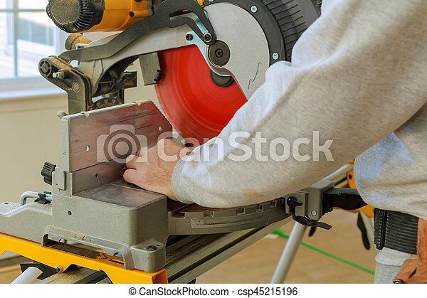 arbeiter maschine holz s ge s gen cutting mann kreisf rmig herstellung accessories. Black Bedroom Furniture Sets. Home Design Ideas