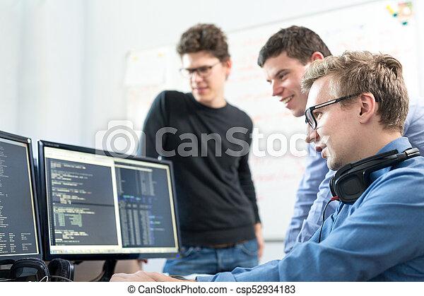 arbete, start, skrivbord, computer., exploatör, affär, mjukvara - csp52934183