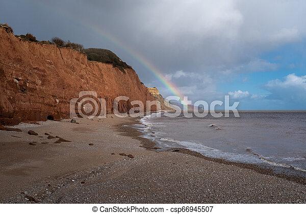 arc-en-ciel, touchers, angleterre, sidmouth, devon, abandonné, plage, bas - csp66945507