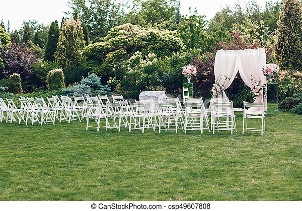 Arch and chairs for the wedding ceremony, decorated with cloth and floral compositions
