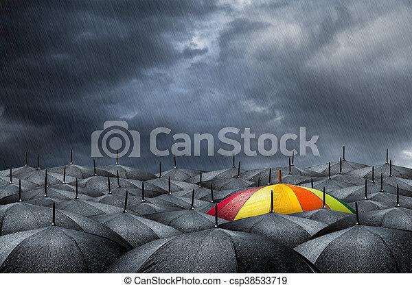 El concepto de paraguas arcoíris - csp38533719