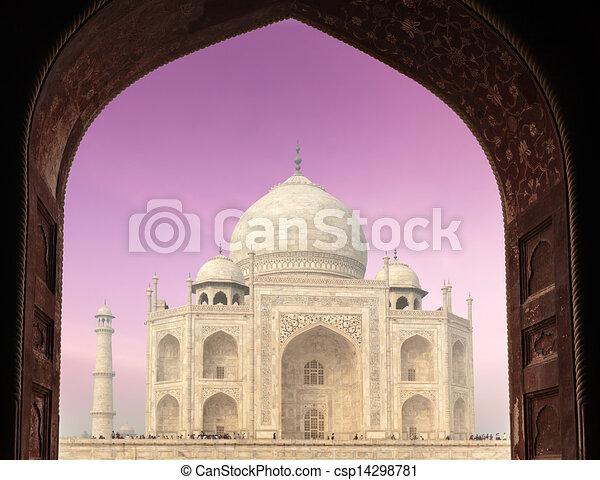 Taj Mahal a través de arco, agra, India - csp14298781