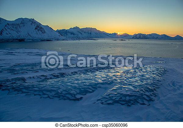 Arctic views in south Spitsbergen. - csp35060096