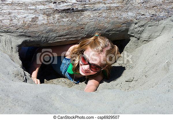 areia, cavando, criança - csp6929507