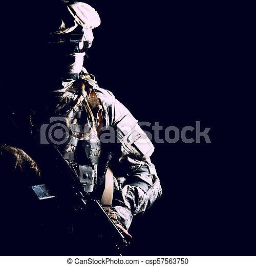 armée, contrat, élevé, garde forestier, noir, portrait - csp57563750