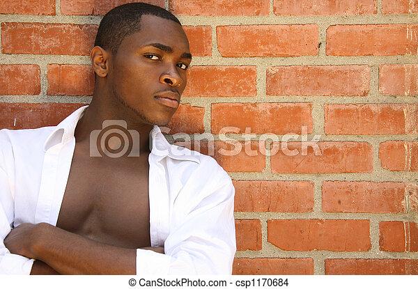 armen, mannelijke , model, mooi, ernstige blik, ineengevouwen  - csp1170684