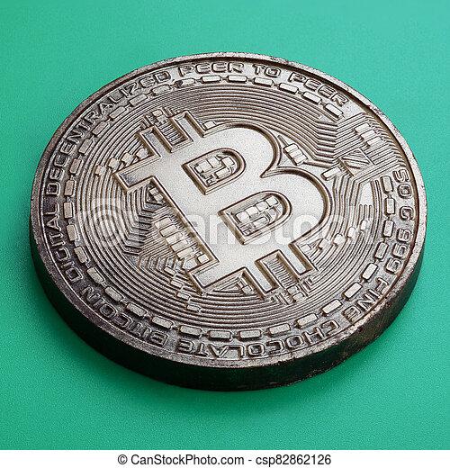 arrière-plan., modèle, produit, monnaie, bitcoin, chocolat, plastique, comestible, crypto, vert, physique, mensonges, formulaire - csp82862126