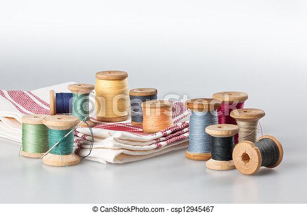 Aún vive con artículos de costura - csp12945467