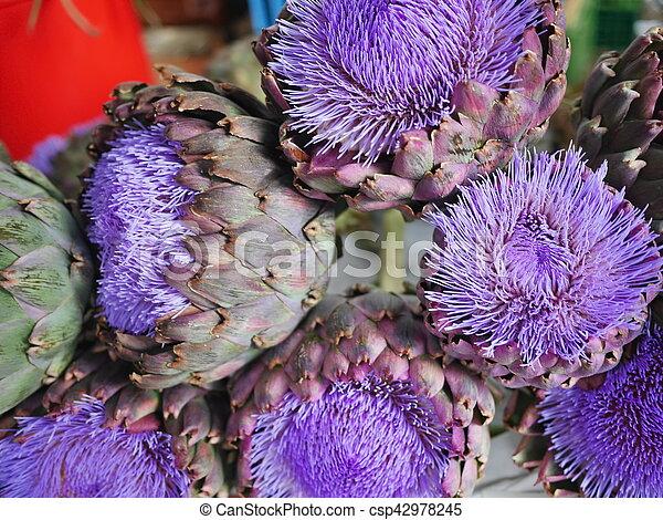 Artichockblüte - csp42978245