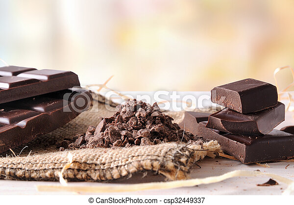 Artisan chocolate broken tablet stack with portions and chunks horizontal - csp32449337