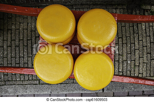 Artisan edam cheese - csp61609503