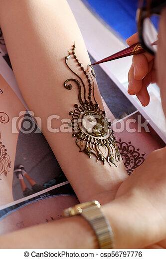 Artist Drawing Henna Indian Mehndi Artist Drawing Henna Pattern On