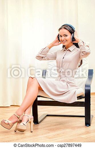 ascoltare musica - csp27897449