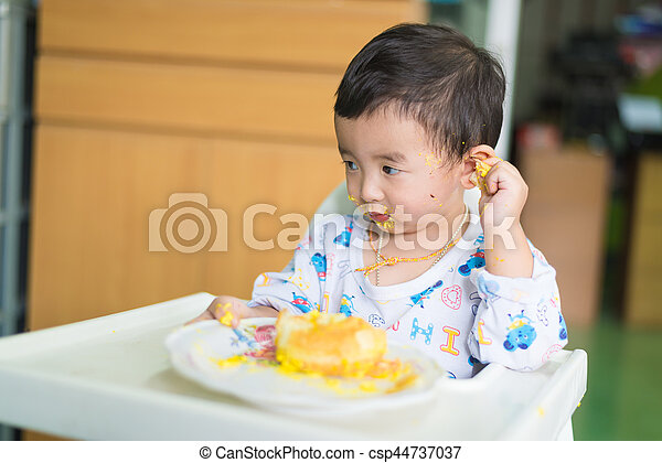 Incredible Asian Kid Eating Birthday Cake With Cream On Face Asian Kid Funny Birthday Cards Online Kookostrdamsfinfo