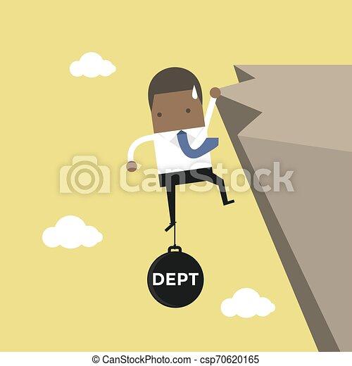 Un hombre de negocios africano se esfuerza en mantener el acantilado con una carga de deuda. - csp70620165