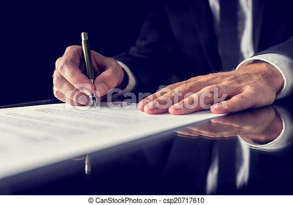 assinando documento, legal - csp20717610