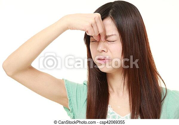 La mujer sufre de Astenopia - csp42069355