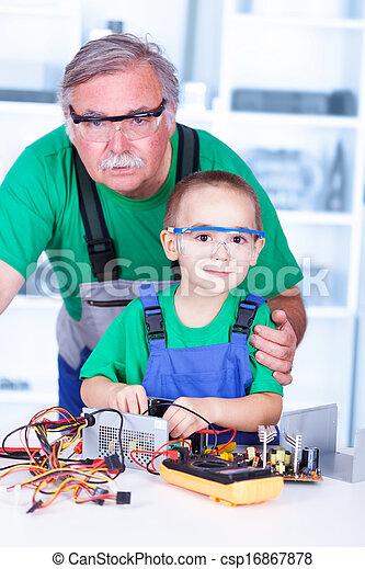 atelier, fier, petit-enfant, grand-père - csp16867878