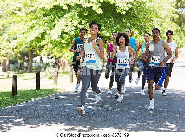 Marathon-Athleten laufen - csp18670199