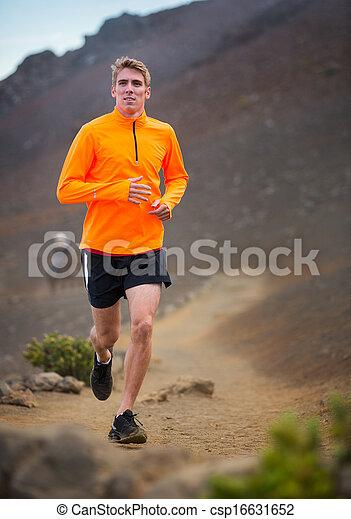 Sportler, der draußen joggt, trainiert - csp16631652