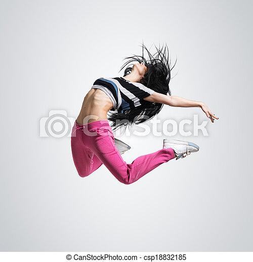 Chica atlética saltando - csp18832185