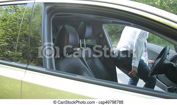 71a237b01a8b2 Attacher, homme affaires, seatbelt, voiture. Driving., siège, prêt, vue.,  ceinture, trip., lent, prise vue., jeune, confiant, aller, sécurité, avant,  beau, ...