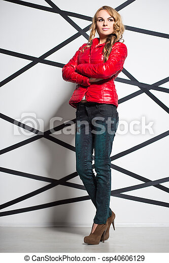 Attractive blond woman - csp40606129