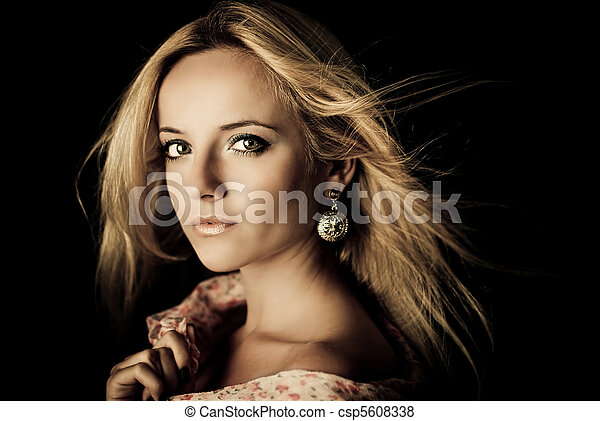 Attractive young woman portrait - csp5608338