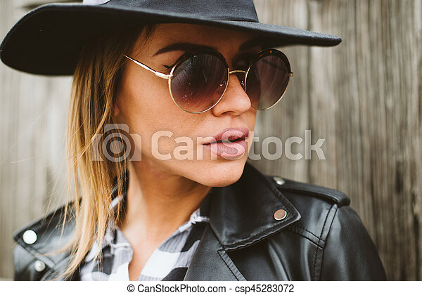 Attractive young woman with sunglasses - csp45283072
