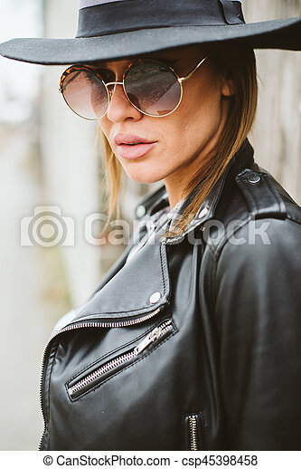Attractive young woman with sunglasses - csp45398458