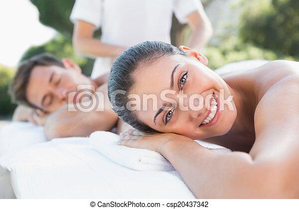 attraente, coppia, couples, godere, poolside, massaggio - csp20437342