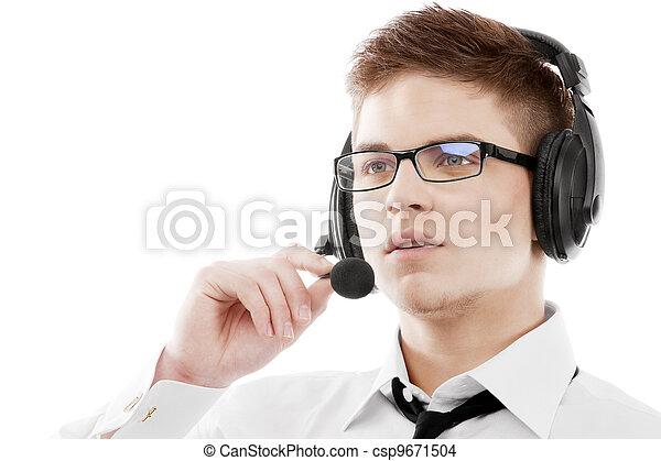 Joven con auriculares - csp9671504