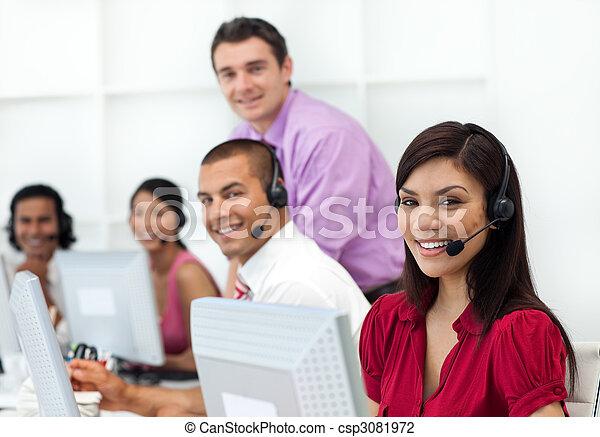 Gente de negocios positiva con auriculares para trabajar - csp3081972
